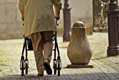 Walkers For Seniors: What they are, and how to choose them